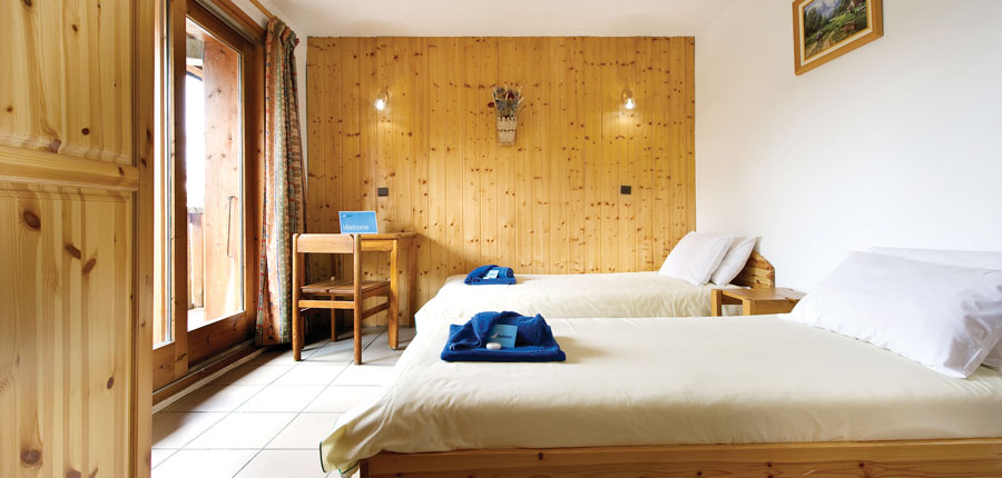 france_paradiski-ski-area_la-plagne_chalet-almach_bedroom2.jpg